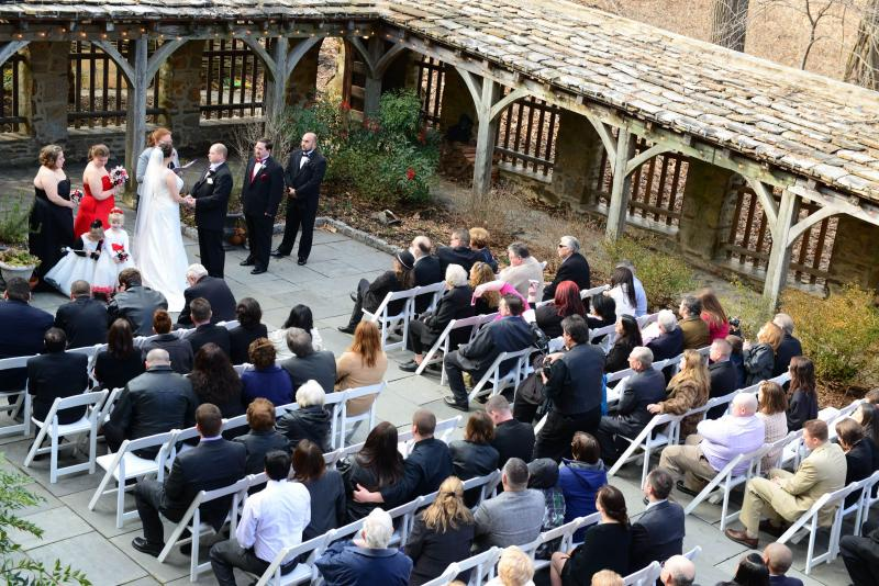 http://www.cloisterscastle.com/wedding%20ceremony