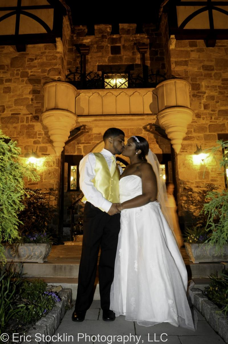 http://www.cloisterscastle.com/couple%20kissing