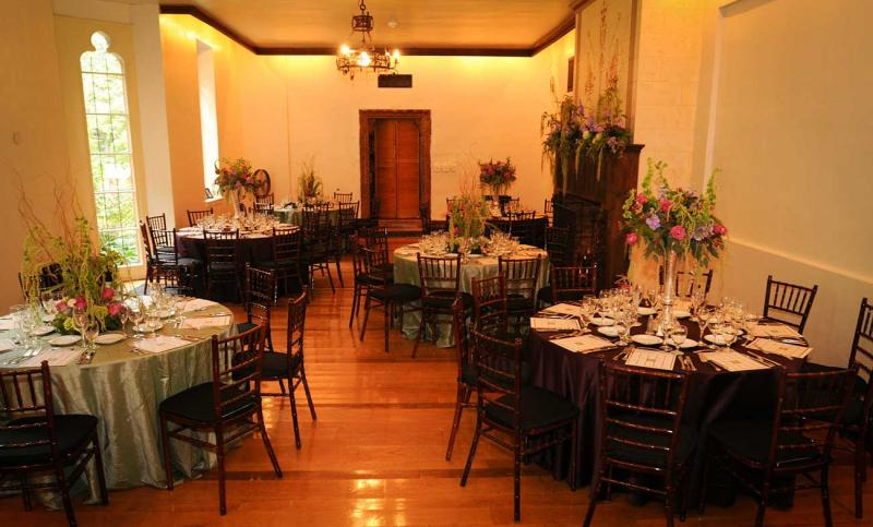 http://www.cloisterscastle.com/Indoor%20Table%20Setting
